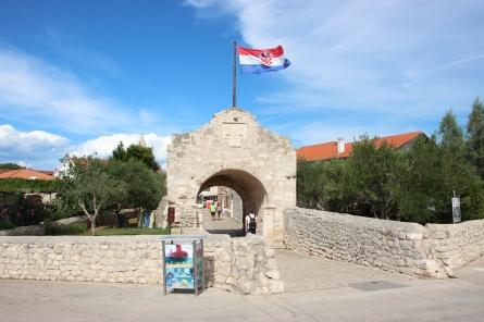 Lower gate